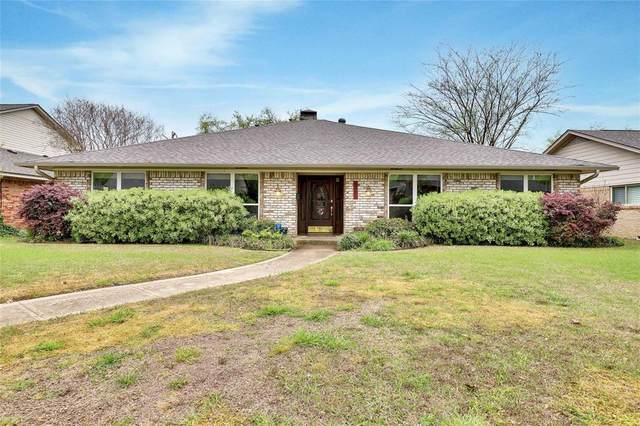 9242 Loma Vista Drive, Dallas, TX 75243 (MLS #14302361) :: The Kimberly Davis Group