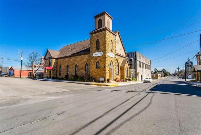 112 W Oak Street, Weatherford, TX 76086 (MLS #14305300) :: The Kimberly Davis Group