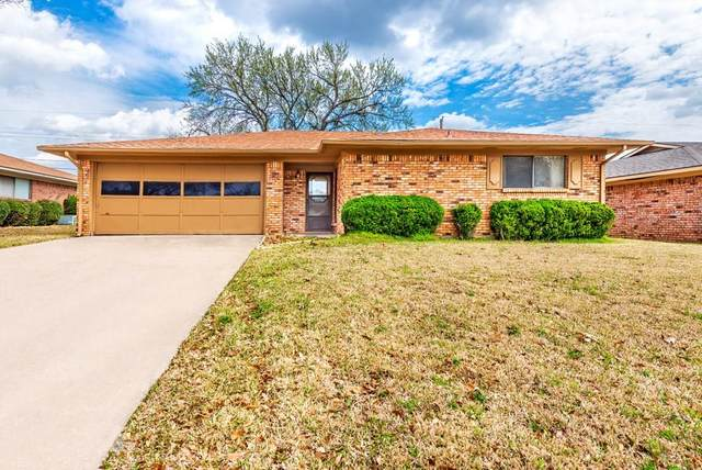 1902 Paula Drive, Denison, TX 75020 (MLS #14305747) :: The Kimberly Davis Group
