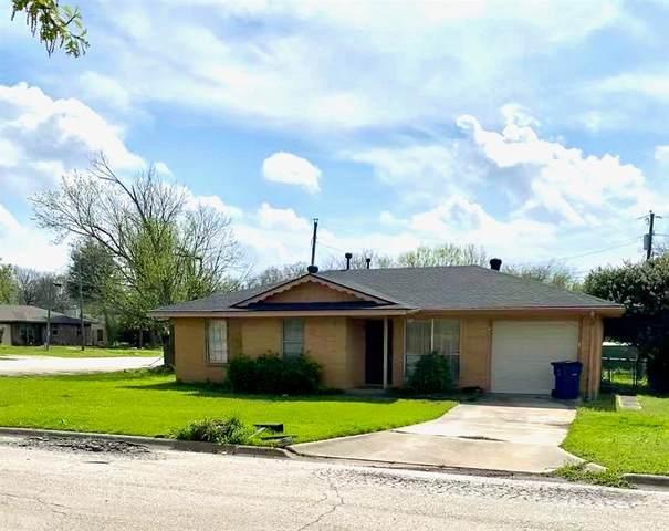 301 W Jones Street, Krum, TX 76249 (MLS #14307762) :: The Mauelshagen Group