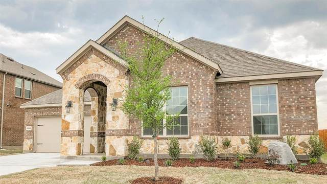2916 Grizzly Road, Aubrey, TX 76227 (MLS #14307964) :: Real Estate By Design