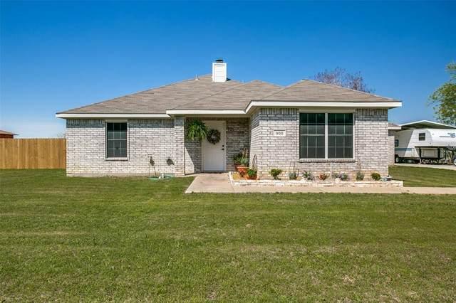 900 Hillside Drive, Justin, TX 76247 (MLS #14308209) :: NewHomePrograms.com LLC