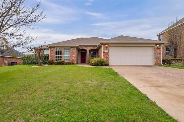 1113 Linden Drive, Burleson, TX 76028 (MLS #14308511) :: The Mitchell Group