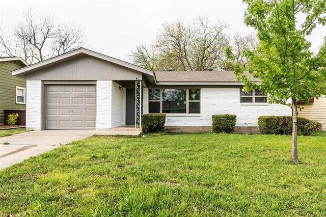107 Hilltop Drive, Grandview, TX 76050 (MLS #14309837) :: Potts Realty Group