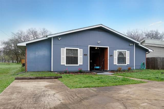 2101 E Pecan Street, Sherman, TX 75090 (MLS #14309908) :: The Chad Smith Team