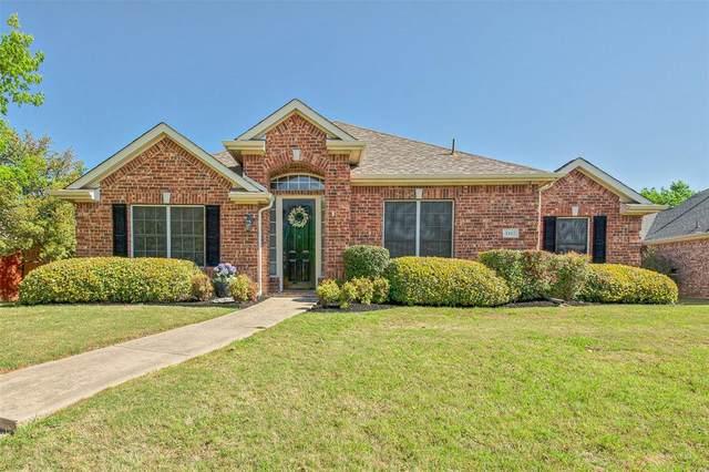 1412 Grimes Drive, Carrollton, TX 75010 (MLS #14312005) :: The Kimberly Davis Group
