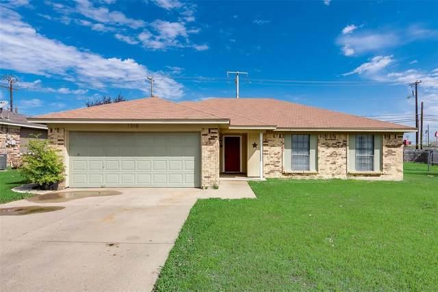 1316 N Creek Drive, Saginaw, TX 76179 (MLS #14312367) :: EXIT Realty Elite