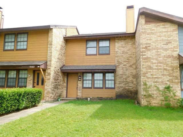 1122 Kathy Lane, Lewisville, TX 75067 (MLS #14312945) :: The Mauelshagen Group