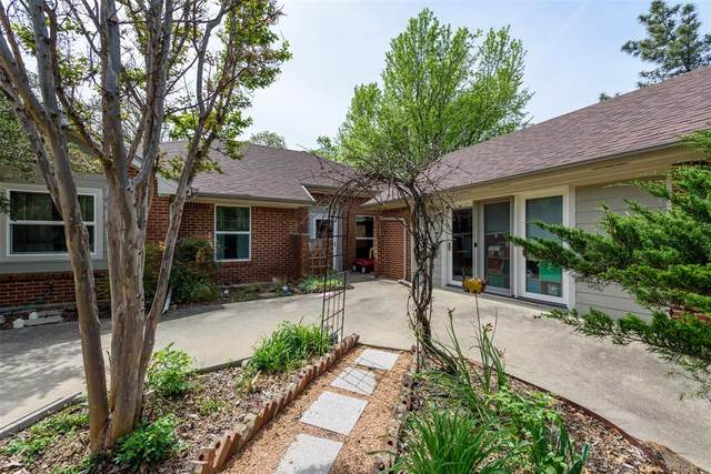 1917 Willowcrest Loop, Denton, TX 76205 (MLS #14313036) :: The Kimberly Davis Group