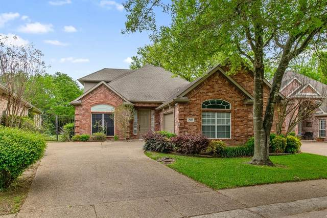 702 Village Green Drive, Desoto, TX 75115 (MLS #14314430) :: Tenesha Lusk Realty Group
