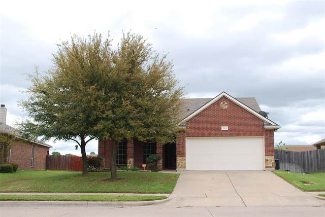 733 W Bend Boulevard, Burleson, TX 76028 (MLS #14314492) :: The Chad Smith Team