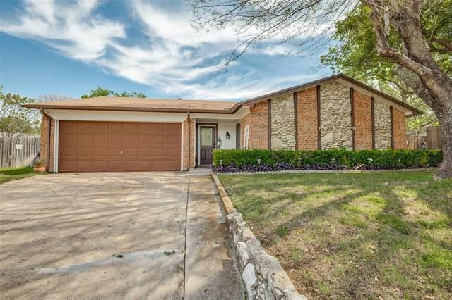 2621 Greenwood Court, Bedford, TX 76021 (MLS #14314569) :: Trinity Premier Properties