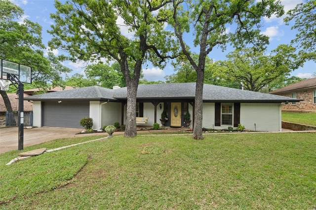 3004 Steve Drive, Hurst, TX 76054 (MLS #14314968) :: All Cities USA Realty