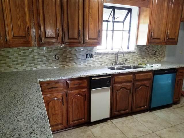 1112 Post Oak Lane, Desoto, TX 75115 (MLS #14314971) :: Frankie Arthur Real Estate