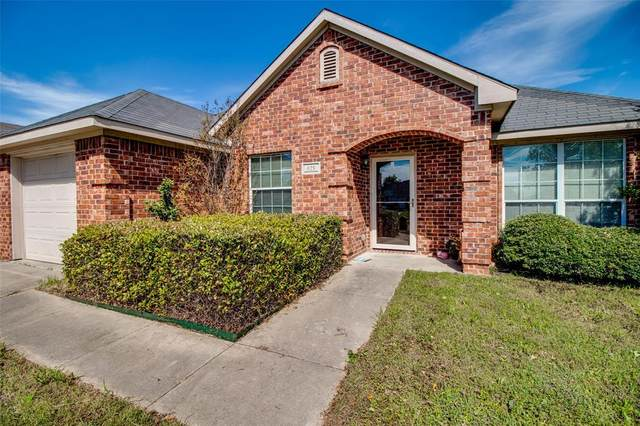 625 Oliver Lane, Waxahachie, TX 75165 (MLS #14315012) :: The Kimberly Davis Group