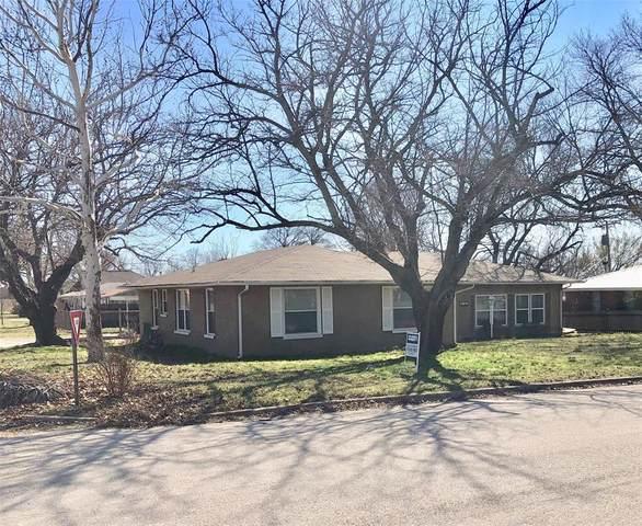 808 E Cedar Street, Nocona, TX 76255 (MLS #14315087) :: Ann Carr Real Estate