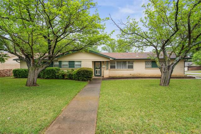 209 SW Cindy Lane, Burleson, TX 76028 (MLS #14316473) :: The Mitchell Group