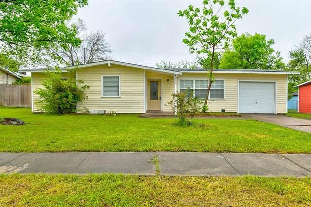 800 E Tucker Boulevard, Arlington, TX 76010 (MLS #14316730) :: The Chad Smith Team