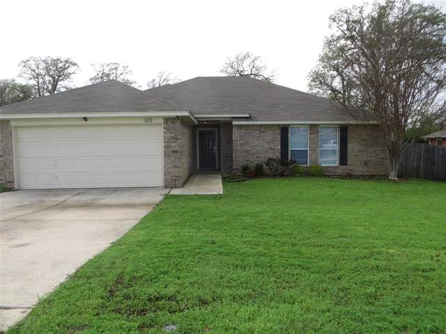 613 Madeline Court, Azle, TX 76020 (MLS #14316959) :: All Cities USA Realty