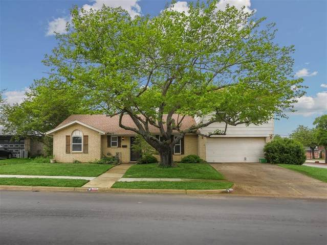 206 Sixpence Lane, Euless, TX 76039 (MLS #14317619) :: The Chad Smith Team