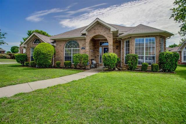 6410 Debbie Circle, Rowlett, TX 75089 (MLS #14318551) :: Real Estate By Design