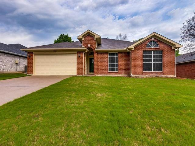 1705 Crestmeadow Lane, Mansfield, TX 76063 (MLS #14318919) :: The Hornburg Real Estate Group