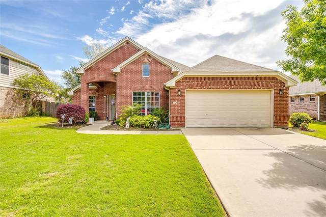 808 Linden Drive, Burleson, TX 76028 (MLS #14319077) :: The Hornburg Real Estate Group