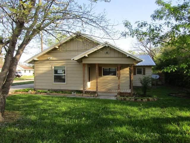 202 W Spencer Street, Bangs, TX 76823 (MLS #14319694) :: Justin Bassett Realty