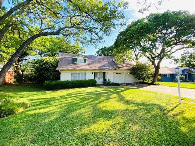 1304 Cochise Drive, Arlington, TX 76012 (MLS #14319877) :: The Hornburg Real Estate Group