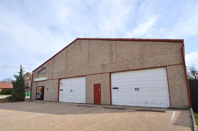 3214 Friendly Lane, Haltom City, TX 76117 (MLS #14325599) :: NewHomePrograms.com LLC