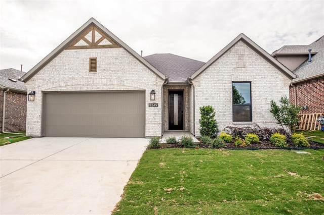 5249 Gaucho Trail, Fort Worth, TX 76126 (MLS #14329900) :: Potts Realty Group