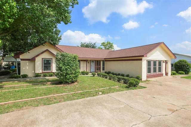 7005 Stonewall Road, Forest Hill, TX 76140 (MLS #14334574) :: NewHomePrograms.com LLC
