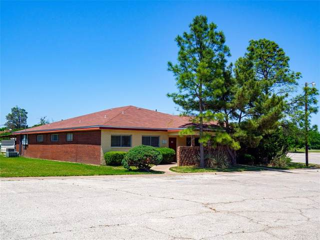 2201 Coggin Avenue, Brownwood, TX 76801 (MLS #14335628) :: The Mauelshagen Group