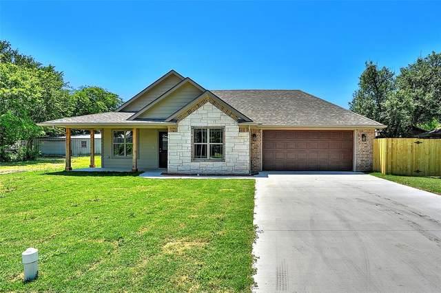 202 E Bonham Street, Tom Bean, TX 75489 (MLS #14339936) :: The Good Home Team