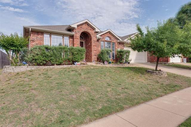 724 Liberty Lane, Crowley, TX 76036 (MLS #14341032) :: The Mitchell Group