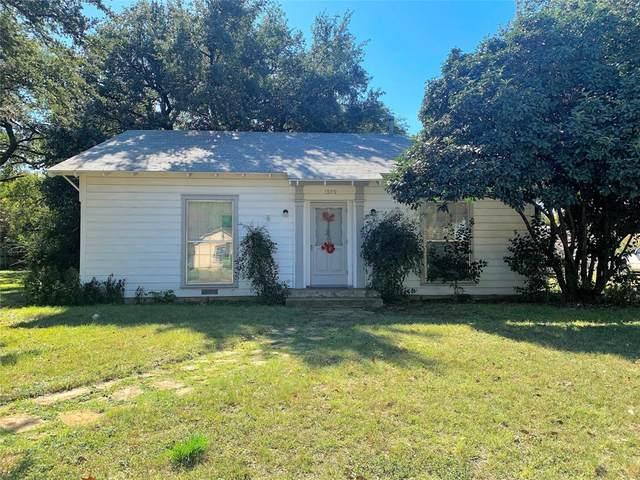 1309 W Woodlawn Street, San Saba, TX 76877 (MLS #14343032) :: Team Hodnett