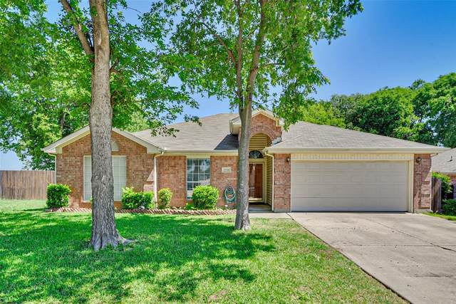 1728 Sandalwood Drive, Grand Prairie, TX 75052 (MLS #14344039) :: Post Oak Realty