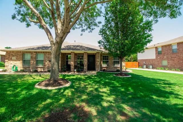 1304 Lake Grove Lane, Desoto, TX 75115 (MLS #14344692) :: The Mauelshagen Group