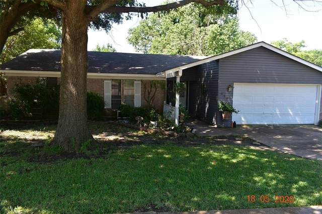 213 Lakeway Drive, Benbrook, TX 76126 (MLS #14345295) :: The Heyl Group at Keller Williams