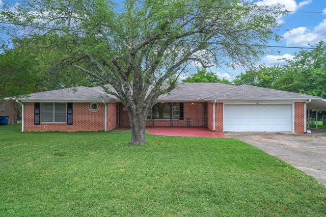 1641 Gateway Drive, Wills Point, TX 75169 (MLS #14345623) :: The Heyl Group at Keller Williams