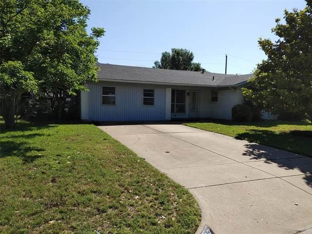 329 SE Robert Street, Burleson, TX 76028 (MLS #14345717) :: The Mitchell Group