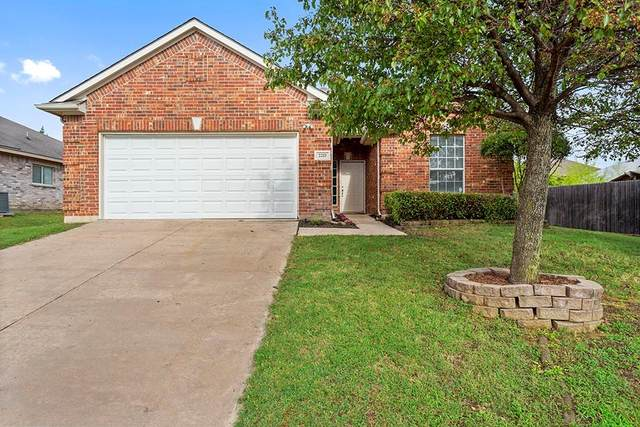 2217 Collington Drive, Roanoke, TX 76262 (MLS #14346035) :: The Kimberly Davis Group