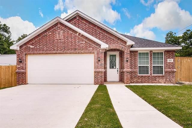 221 NE 31st Street, Grand Prairie, TX 75050 (MLS #14346640) :: The Hornburg Real Estate Group