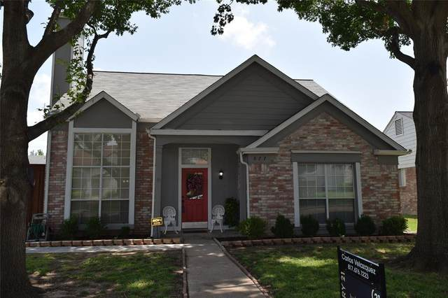 877 Chaparral Drive, Grand Prairie, TX 75052 (MLS #14346902) :: The Hornburg Real Estate Group
