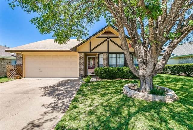 320 Creekwood Lane, Fort Worth, TX 76134 (MLS #14347383) :: NewHomePrograms.com LLC
