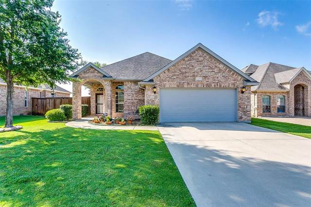 5537 Plata Lane, Benbrook, TX 76126 (MLS #14348063) :: Team Tiller