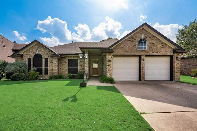 4445 Columbia Street, Grand Prairie, TX 75052 (MLS #14348077) :: The Hornburg Real Estate Group