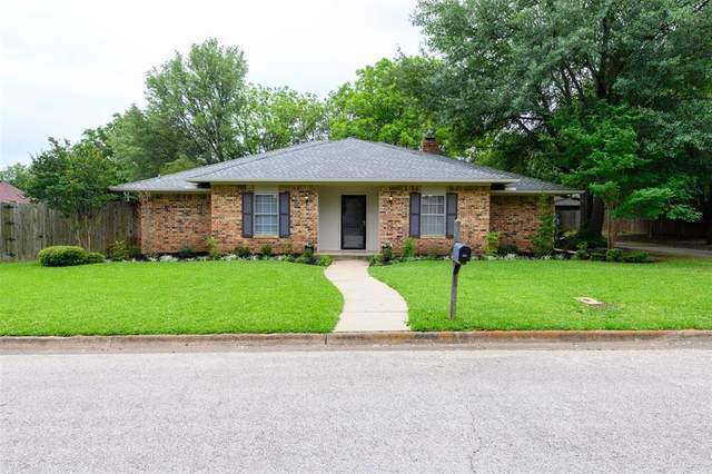 2332 Green Oaks Street, Denton, TX 76209 (MLS #14348370) :: The Mauelshagen Group