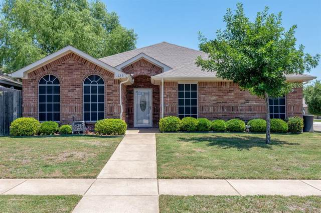 1125 Monticello Drive, Azle, TX 76020 (MLS #14348404) :: Hargrove Realty Group