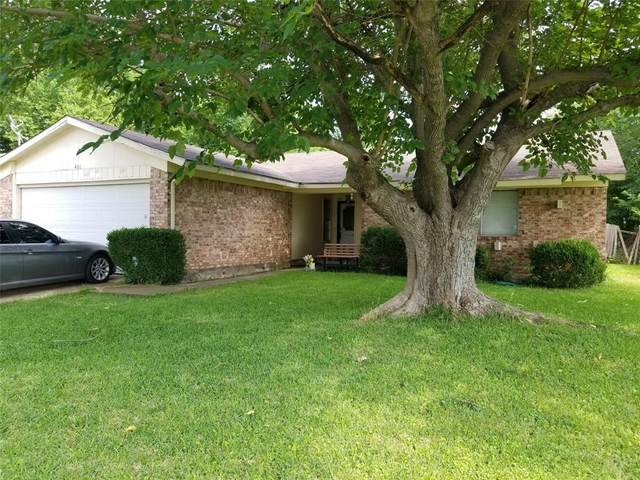 401 E Springdale Lane, Grand Prairie, TX 75052 (MLS #14348412) :: The Good Home Team